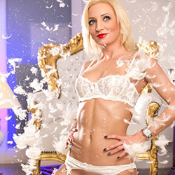 Selena_2 Supermodel Escort Berlin zum LKW, Auto über Sex Escort Vermittlung anonym bestellen