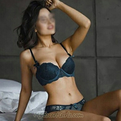 Vollbusige Escort Ladie Mandy sucht intime Sex-Romanze in Berlin