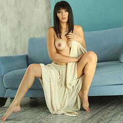 Emily Escort Berlin Vollbusige Dame in sexy reizwäsche jetzt kennenlernen