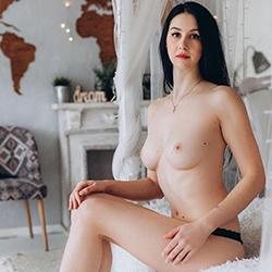 Jagoda_3 Sie sucht Ihn Escort Berlin für geilen Strippen bei Haus & Hotelbesuche anonym Termin buchen