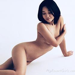 Little Asia Escort Girl Lee Sex in the Hotel Haus Berlin