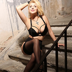 Angelina_Top escort girl Frankfurt for intercourse in a corset with discreet popping book an appointment immediately