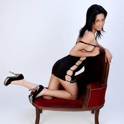 Escort Model Anabelle Schwarzen Haaren Rassige Frau Erotische Liebesspiele Sex Service Berlin