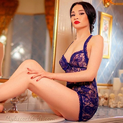Escort Ladie Asisa in FFM looks sexy waiting for a sex meeting in the hotel