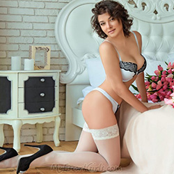 Raya escort model in Frankfurt am Main is looking for a sex relationship in the motel