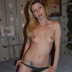 Valerie_2 Escort beginner model Bochum for French kisses with escort service order anonymously