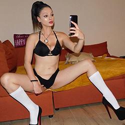 Sindi Escort Dame Berlin für sinnliche Küssen sowie Sexkontakte diskret treffen