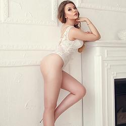 Alischa junges Escort Model Berlin lange Beine Sex mit Körperbesamung