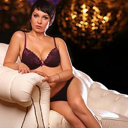 Top Hostesse Roxi in Berlin Sucht Ihn für Sexuelle Treffen