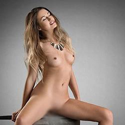 Callgirls Berlin Nisa Top Figur sucht ein Mann für Sex im Hotelzimmer