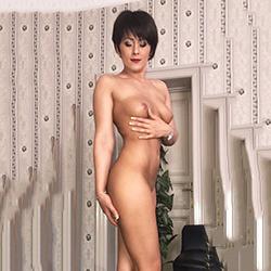 Kendra Escort Nutte in Sexy Strapsen Öl Massage mit Happy End Berlin
