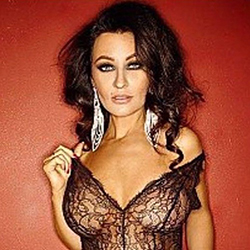 Patrycia Vollbusige Schönheit als Escort Sex Model in Berlin buchen