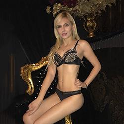 Mager Escort Girl Ruslana poppen in Berliner Hostels Apartments