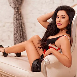 Alessa elite escort hooker Frankfurt for facesitting with discreet popping book a discreet appointment
