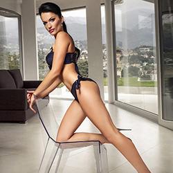 Escort FFM dünnes Model Varvara für Sex und Striptease zum Hotel bestellen