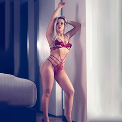 Amalia Hot Manager Escort Frankfurt for cheap sex offers and instantly book anonymous sex dates