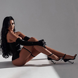 Vivienne Salute celebrity escort hooker Dusseldorf offers hand relaxation via sex guide 24 hour appointment