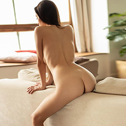 Barbie Hot Escort Whore Frankfurt for deep kisses with tongue at home & hotel visits make an appointment immediately