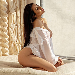 Estefania Hot Escort Model Berlin for egg licking and erotic sex adventures book an appointment at short notice