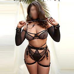 Aischa Dreamgirl Escort Berlin offers online dating to make appointments in private rooms 24 hours a day