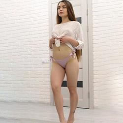 Meet Eve Premium Escort Girl Berlin for a special oil massage with an affair 24 hours