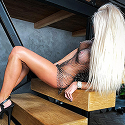 Lusy Nice Escort Model Frankfurt am Main for French book an appointment with her immediately with a spontaneous sex date
