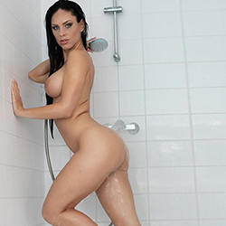 Roberta 2 escort leisure hooker Frankfurt for French with her and immediately order sex date 24h